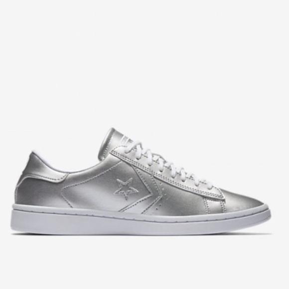 a4d4de97100 Converse Shoes - NWOT Nike Converse Pro Leather LP Low Top